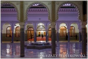 Dziedziniec meczetu w Fezie MAROKO